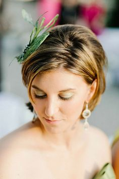 We love wedding hairstyles because of their elegance and styles. Not only in wedding party but also in daily occasions we can pair our looks with the wedding hairstyles. Wedding Hairstyles With Veil, Flower Girl Hairstyles, Short Wedding Hair, Bridal Hairstyles, Post Wedding, Popular Short Hairstyles, Short Bob Hairstyles, Hair Styles 2014, Curly Hair Styles