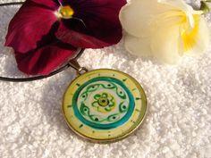 Colgante original sobre base de bronce. Árbol de la vida en el reverso. Mandala, el ojo que todo lo ve. etsy.com/es/shop/LandscapeOfTheSoul de Victoria Aranyo