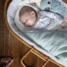 Berceau magique est une boutique en ligne de produits pour bébé et maman. Exaucez tous vos souhaits avec nos 30 000 produits de 350 marques !