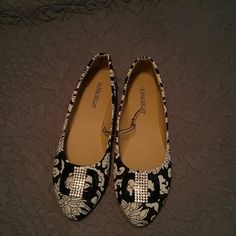 Pretty Black and White Flats NWOT Bling with Black and White Shoes Flats & Loafers