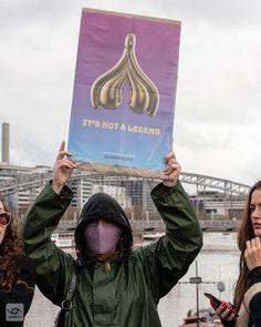 Its not a legend @gangduclito #itsnotalegend #itsnotabretzel #itsnotaghost 2020-03-08 Paris #JourneeDeLaFemme #NousToutes #manifestation #report #gaelic69