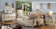 Traditions Bed in Antique White