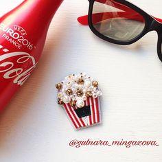 Нупошливкино _ _ #брошьпопкорн #брошьизбисера #подарокназаказ #покупкиуфа #подаркиуфа #кино #попкорн #ручнаяработа #брошьручнойработы #екб #уфа #acsessories #drooch #trends #3d #делорук #popcorn #cocacola #handmade #вналичии