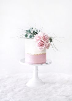 Buttercream cake with fresh flowers 40th Birthday Cake For Women, Birthday Cake For Women Elegant, Elegant Birthday Cakes, Birthday Cake With Flowers, 40th Birthday Cakes, Mini Tortillas, Flower Cake Design, Cake With Fresh Flowers, Cake Flowers