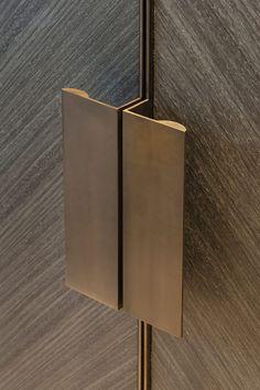 Joseph Giles 'moon' edge pulls in antique bronze finish, hardware Porte Design, Door Design, Brass Handles, Cabinet Handles, Cupboard Door Knobs, Linen Cupboard, Shoe Cabinet, Wooden Handles, Brass Hardware
