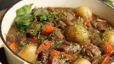 Foto: Tone Rieber-Mohn / NRK Pot Roast, Beef, Baking, Ethnic Recipes, Food, Carne Asada, Meat, Roast Beef, Bakken