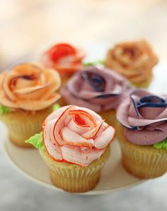 How To Create Icing Roses #cupcake #frosting #decoration