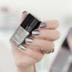 Chanel Sweet star polish