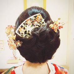 かんざしアレンジ🌸 #bridal #wedding #bridalhair#weddinghair#weddinghairstyle#hairstyle#hairarrange#hairset#和装ヘア#和装#打ち掛け#かんざし#着物#ヘアアレンジ#ヘアセット#ブライダルヘア#結婚式#ウェンhair Updo Styles, Hair Styles, Combination Skin Care Routine, Japanese Wedding, Japanese Hairstyle, Facial Cream, Hair Ornaments, Perm, Hairdresser