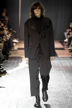 See the complete Yohji Yamamoto Fall 2015 Menswear collection.