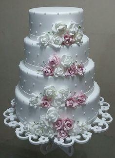 Bilderesultat for lindos bolos Wedding Cake Roses, Wedding Cakes With Cupcakes, Elegant Wedding Cakes, Beautiful Wedding Cakes, Gorgeous Cakes, Wedding Cake Designs, Pretty Cakes, Bolo Fack, Wedding Anniversary Cakes