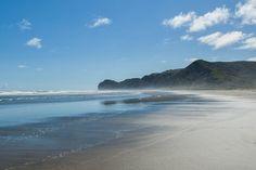 Piha Beach in der Nähe von Auckland, Neuseeland. Das Foto habe ich 2008 mit meiner ersten Spiegelreflex-Kamera, einer Nikon D40, aufgenommen.