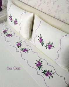 This Pin was discovered by Duy Embroidery Stitches, Embroidery Patterns, Hand Embroidery, Machine Embroidery, Bed Covers, Pillow Covers, Bargello, Fabric Painting, Linen Bedding