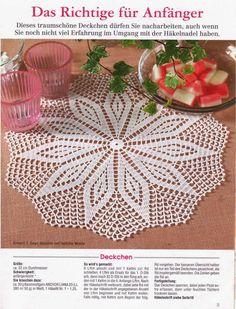 Hobby lavori femminili - ricamo - uncinetto - maglia: due centrini rotondi uncinetto