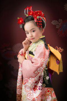 Japanese Costume, Japanese Kimono, Beautiful Little Girls, Beautiful Children, Traditional Fashion, Traditional Outfits, Geisha, Japanese Kids, Cute Kids Photography