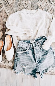 The Best Denim Cutoff Shorts One of my absolute favorite things about summer is waking up and throwing on my favorite denim cutoffs. Spring Outfits, Trendy Outfits, Cute Outfits, Fashion Outfits, Womens Fashion, Fashion Trends, Spring Dresses, Fashion Fashion, Winter Outfits
