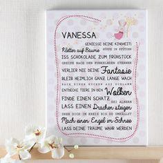 Diese  Leinwand  wird mit dem  Namen Ihres Kindes , einem kleinen Hasen mit Pusteblume und einem schönen  Spruch  bedruckt. Das Motiv ist in Rosatönen gehalten und ist speziell für  Mädchen  gestaltet. Der Spruch ist...