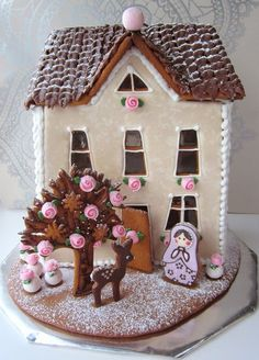 By Tilda-piparkakkutalo. Gingerbread House Parties, Gingerbread Village, Christmas Gingerbread House, Gingerbread Man, Gingerbread Cookies, Christmas Goodies, Christmas Treats, Christmas Baking, Christmas Time