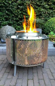 DIY fire pit designs ideas - Do you want to know how to build a DIY outdoor fire pit plans to warm your autumn and make s'mores? Find inspiring design ideas in this article. Metal Fire Pit, Diy Fire Pit, Fire Pits, Washer Drum, Washing Machine Drum, Outdoor Fire, Outdoor Decor, Outdoor Living, Fire Pit Designs