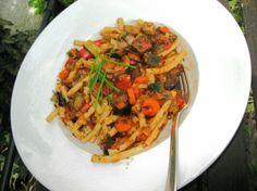 Leckeres Durcheinander auf Anemones Teller: Kurzmakaroni mit viel Gemüse. http://durchswildeveganistan.wordpress.com/2013/04/17/17-april-2013-heute-wieder-veganer-mittwoch/