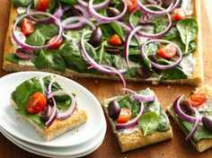 Greek seasoning, spinach, kalamata olives and tomatoes offer traditional Greek flavors in this easy-to-assemble appetizer flat bread.