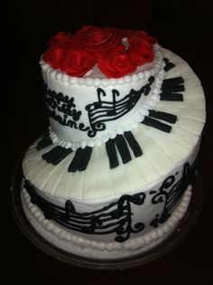 Piano Keyboard Cake Cookies and cream cake covered with buttercream. Keyboard and roses are fondant. Music Themed Cakes, Themed Wedding Cakes, Theme Cakes, Cookies And Cream Cake, Cake Cookies, Piano Cakes, Mom Cake, Cake Cover, Cute Food