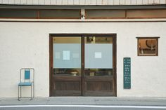 """Hair bed """"Hakko"""" in Shimosuwa Curtains happen to be increasingly under siege … Loft Cafe, Shop Facade, Wooden Shutters, Vintage Cafe, Cafe Interior Design, Cafe Style, Facade Design, Commercial Interiors, Sofa Design"""