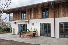 Old wood wall and facade cladding - everything from old wood- Altholz Wand – und Fassadenverkleidungen – alles aus Altholz Old wood wall cladding, wall surface made of old wood, … -