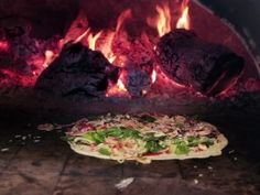 Get Neapolitan Thin Crust Pizza Recipe from Cooking Channel Thin Crust Pizza, Pizza Dough, Raw Vegetables, Thing 1, Pizza Recipes, Vegan Recipes, Dinner Recipes, Italian Style, Other Recipes