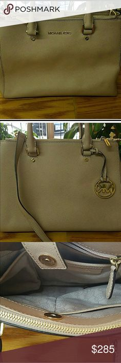 Michael Kors Satchel Bag A few dirt spots, but can easily cleaned and is a gorgeous like new condition!! Michael Kors Bags Satchels