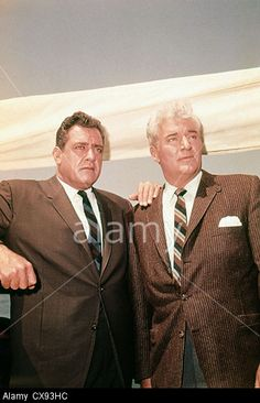 "Raymond Burr and William Hopper of ""Perry Mason"" Mason Raymond, Raymond Burr, 70s Tv Shows, Old Shows, Classic Tv, Classic Movies, Hollywood Actor, Old Hollywood, Perry Mason Tv Series"