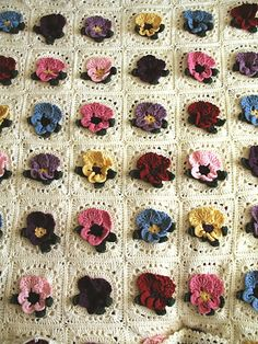Ravelry: Pretty Pansies pattern by Terry Kimbrough ༺✿Teresa Restegui http://www.pinterest.com/teretegui/✿༻