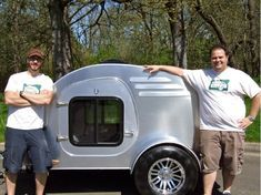 If you don& have the time or skills to build a teardrop trailer from scratch, you can build one from a kit. Oregon Trail& of Eugene sells precut walls, floors and other teardrop parts for their FronTear kit. Teardrop Trailer For Sale, Teardrop Trailer Plans, Building A Teardrop Trailer, Trailer Kits, Teardrop Camping, Tiny Trailers, Vintage Campers Trailers, Camper Trailers, Utility Trailer