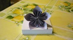 Kusudama virág   Facebookon láttam egy képet róla, de az alapján (mivel minden lépést nem mutatott) nem tudtam elkészíteni. Találtam viszont egy videot a Youtube-on, ami nagyon részletes volt, az alapján készítettem el.:  https://www.youtube.com/watch?v=6elb2EO_ZO0  A virághoz  5 db, 9x9 cm-es színes papírt és ragasztót használtam.   Elkészítése kb. 20 perc.