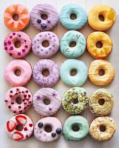 Donuts are fried sweets made with flour, white sugar, butter and eggs. Donuts are one of the favorite foods of American nationals. Donuts are more welcomin Donuts Donuts, Fried Donuts, Cute Donuts, Mini Donuts, Delicious Donuts, Yummy Food, Yummy Yummy, Yummy Treats, Sweet Treats