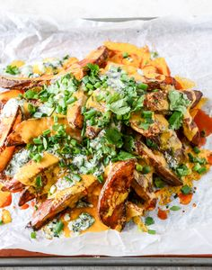 50 Super Bowl appetizers that you have not Super Bowl appetizers that you have not tailgating recipes that are all winnersCRISPY BUFFALO OVEN FRITES. 28 tailgating recipes that are all winners purewow tailgatingrecipes Think Food, I Love Food, French Fries Recipe, Game Day Snacks, Tailgating Recipes, Fries In The Oven, Fries Oven, Potato Recipes, Veg Recipes