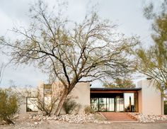 Scott Pask's retreat in Tucson pays homage to his Arizona upbringing — and defies Southwestern clichés. Landscape Architecture, Architecture Design, Adobe Haus, Desert Homes, Spanish Style, Exterior Design, Luxury Homes, Broadway, Deserts