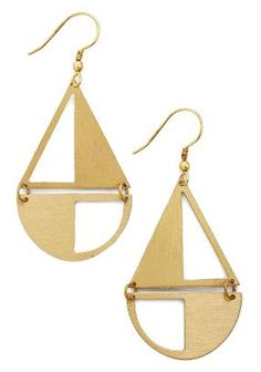 Add some twinkle to your day by rocking these gold, nautical earrings by Mata Traders! In a subtle sailboat silhouette, these dangling accessories feature brushed metallic pieces linked together and embellished by cutouts to add shimmer to your look.