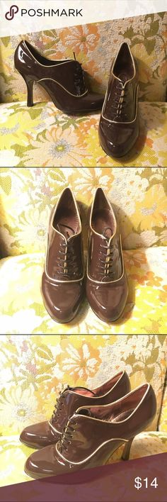 """Martinez Valero Brown Heels Brown heels with gold lining. Great used condition. Size 7. Heels about 3.75"""" Martinez Valero Shoes Heels"""