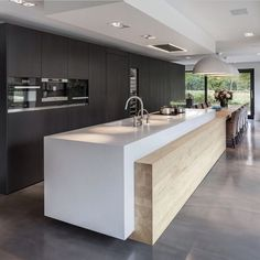 Awesome modern kitchen room are offered on our internet site. Have a look and you wont be sorry you did. Farmhouse Style Kitchen, Modern Farmhouse Kitchens, Home Decor Kitchen, New Kitchen, Cool Kitchens, Kitchen Ideas, Awesome Kitchen, Kitchen Planning, Kitchen Layouts