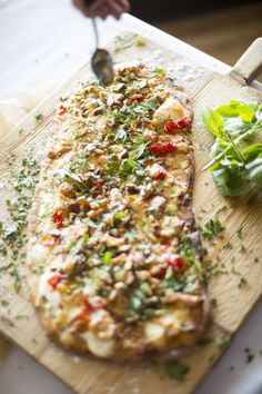 Easy flat bread pizza recipe that can be customized to your family's liking - great for fall! Recipe by Ravishing Radish Catering for Valley & Co.