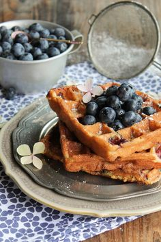 Waffles vegan almond milk and blueberries Waffle Recipes, Snack Recipes, Snacks, Yummy Recipes, Good Morning Breakfast, Pancakes And Waffles, Almond Milk, Blueberry, Sweet Treats