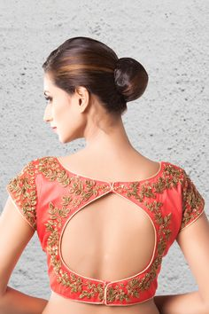 New & Latest blouse back designs 2019 - New Blouse Designs New & Latest blouse back designs 2019 - New Blouse Designs You are in the right place about Blous Blouse Back Neck Designs, Fancy Blouse Designs, Bridal Blouse Designs, Latest Blouse Designs, Indian Blouse Designs, Traditional Blouse Designs, Sari Design, Blouse Lehenga, Blouse Dress