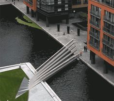 British firm Knight Architects and structural engineers AKT II have completed a moving footbridge in Paddington, London, that opens and closes like the blades of a traditional hand-held fan. Arch Bridge, Pedestrian Bridge, Landscape And Urbanism, Landscape Design, Beautiful Architecture, Interior Architecture, Bridge Design, London Bridge, Malaga