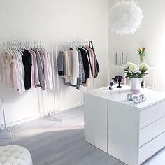 Wow so beautiful Credit: @josefinsinredning #details #decor #decorated #style #styling #stunning #beautiful #inspo #inspired #white #whiteinterior #design #designer #walkincloset #classy #chic #modern #goals
