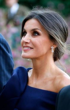 """Queen Letizia of Spain arrives at the Grand Palais to visit the Miro exhibition on October in Paris, France. The Spanish royal couple is in Paris to visit the """"Miro, La couleur des reves"""". Get premium, high resolution news photos at Getty Images Princess Of Spain, Spain Fashion, Spanish Royalty, Spanish Royal Family, Laetitia, Emmanuel Macron, Celebrity Jewelry, Save The Queen, Queen Letizia"""