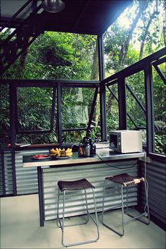 Kinda makes me want to live in the rain forest. Kinda.