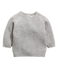 Gray melange. BABY EXCLUSIVE/CONSCIOUS. Moss-stitch knit sweater in soft, organic cotton. Round neck with buttons at back and raglan sleeves.