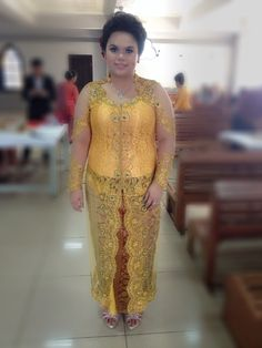 Dina angelina wear yellow kebaya for brother in law wedding day