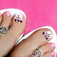 Rose-Rhinestones Toe Nail Art
